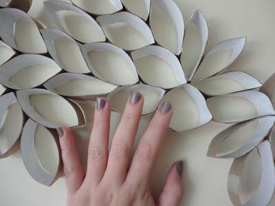 flores con tubos de cartón reciclado