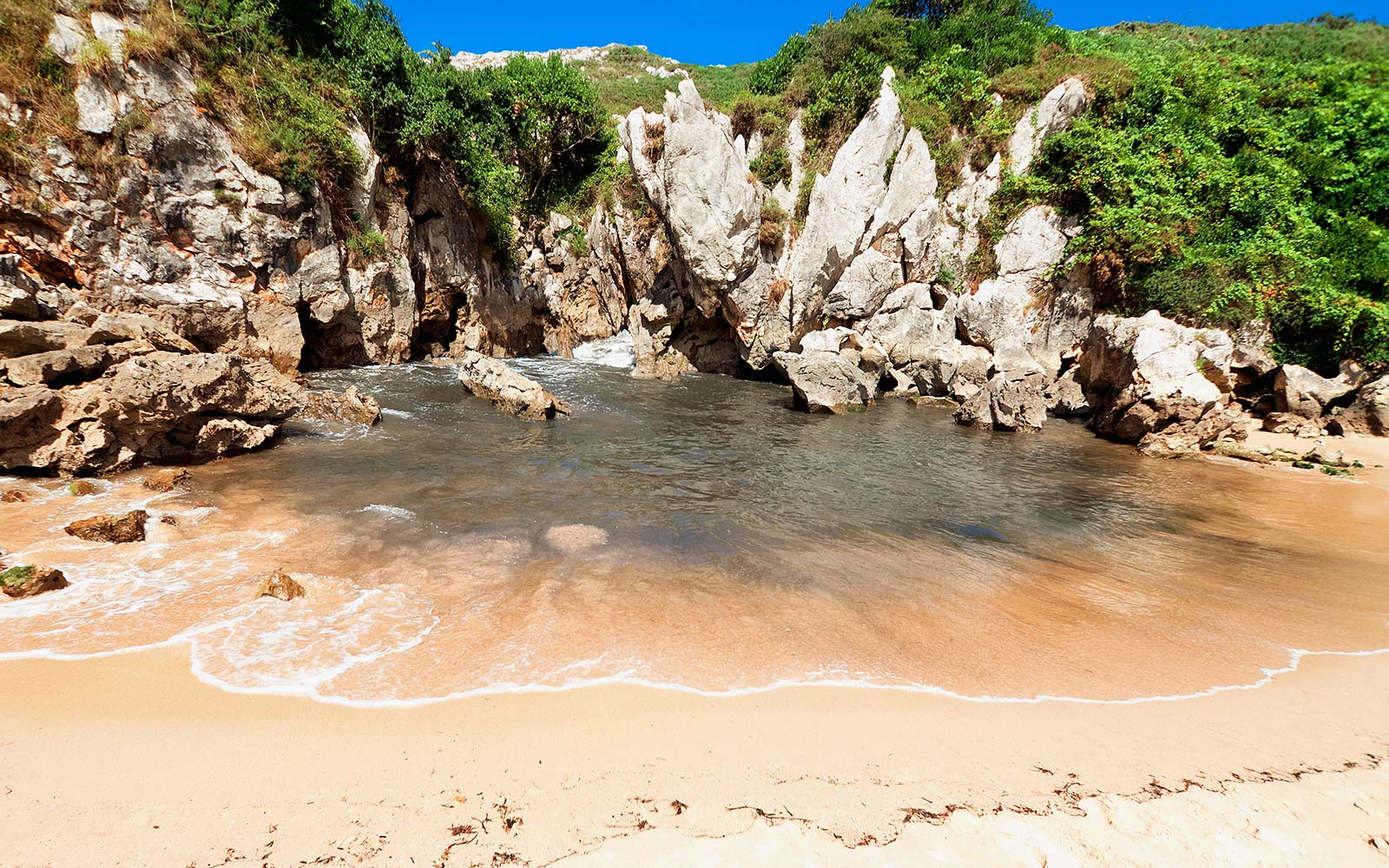 Praia de Gulpiyuri | Menor Praia do Mundo