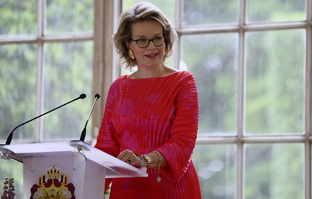 Queen Mathilde wore a new flare pleated red midi dress from Natan. Delphine Nardin gold earrings. Tikli Jewelry gold bracelet