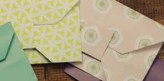 Cara membuat amplop cantik dari lipatan kertas warna warni