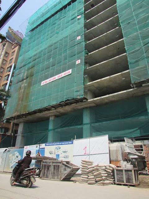 Tháp doanh nhân đang đẩy nhanh tiến độ xây dựng