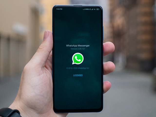 How to use dark mode in WhatsApp