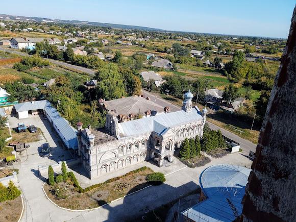 Миропілля. Свято-Миколаївська церква. Вигляд на теплу церкву, монастирське подвір'я, трапезну
