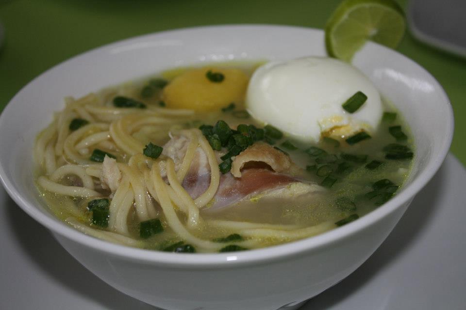 caldo de gallina preparada en mi cocina peruana
