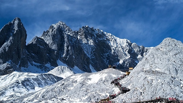 ภูเขาหิมะมังกรหยก (Jade Dragon Snow Mountain: อวี้หลงซาน: 玉龙雪山)