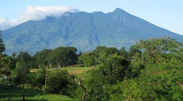 Beredar Hoax Gunung Salak Erupsi, Ini Penjelasan Lengkap PVMBG!