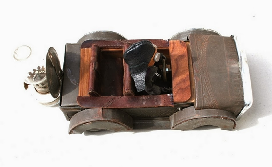 14-Vestas-Rat-Rod-Cab-Derek-Scholte-Recycled-Toy-Sculptures-www-designstack-co