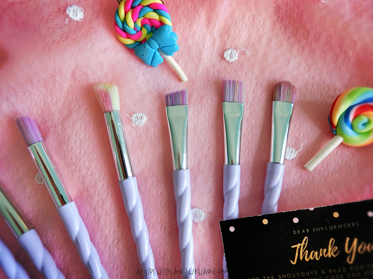 Unicorn Eye Makeup Brushes from wanderlustthings