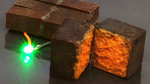 Bilim insanları bir dizi kimyasal reaksiyonla sıradan kırmızı tuğlaların güneş panellerine rakip olabilecek yeşil enerji çözümlerine dönüşebileceklerini ortaya koydular.