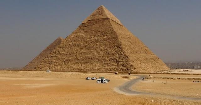 Piramida, Salah Satu Dari Tujuh Keajaiban Dunia Dibangun 2.560 SM, 10.000 pekerja, 13 ekor lembu, 15 Kambing per hari