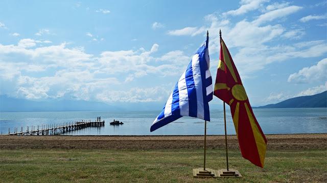 """Τα Σκόπια παρακάμπτουν τη σύνθετη ονομασία και επιβάλουν το """"μακεδονικός"""""""