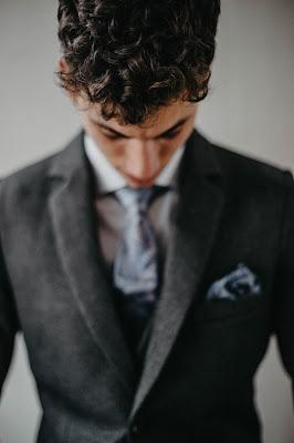 Hombre con traje de chaqueta