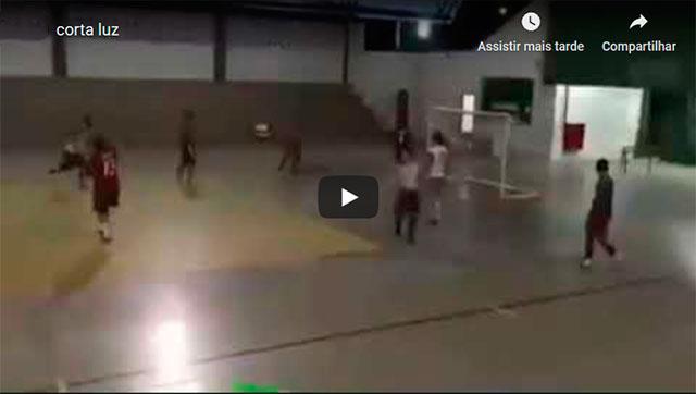 https://www.ahnegao.com.br/2019/10/o-jogador-que-fez-o-verdadeiro-corta-luz.html