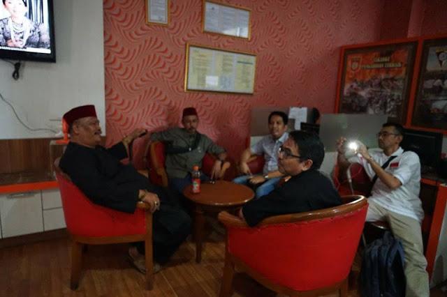 Jawara Bekasi Damin Sada dan Ade Armando Bertemu di Mapolres Jaktim