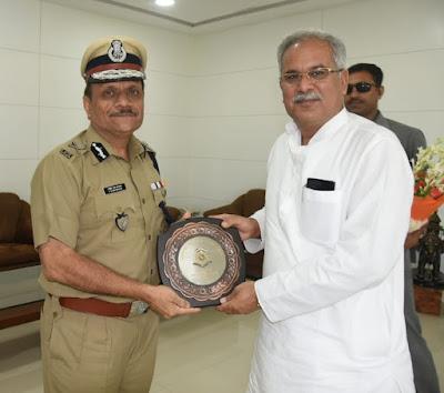 मुख्यमंत्री से केंद्रीय रिजर्व पुलिस बल के महानिदेशक ने की सौजन्य मुलाकात