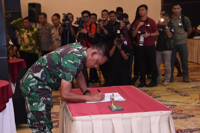 Panglima TNI Ikut Deklarasi Penandatanganan Papua Damai