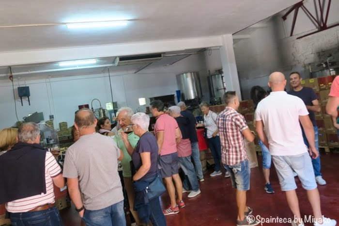 Abalos Riojaリオハ産地のアバロス村のワイン祭りのオープンワイナリーの様子