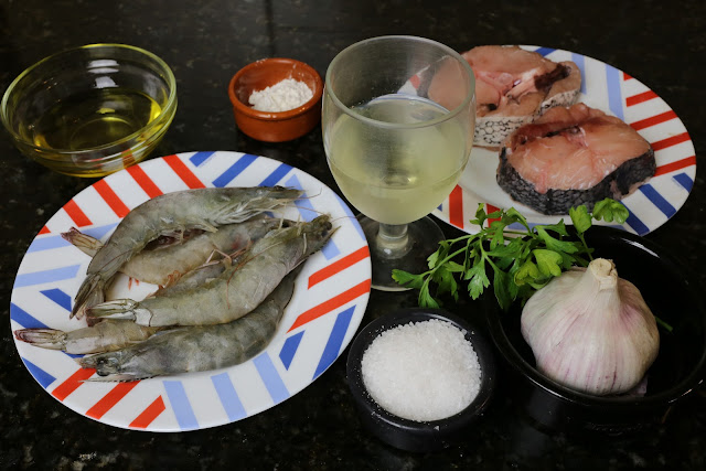 Ingredientes para merluza en salsa de langostinos