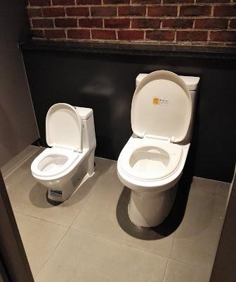 大小の大便器…親子トイレ