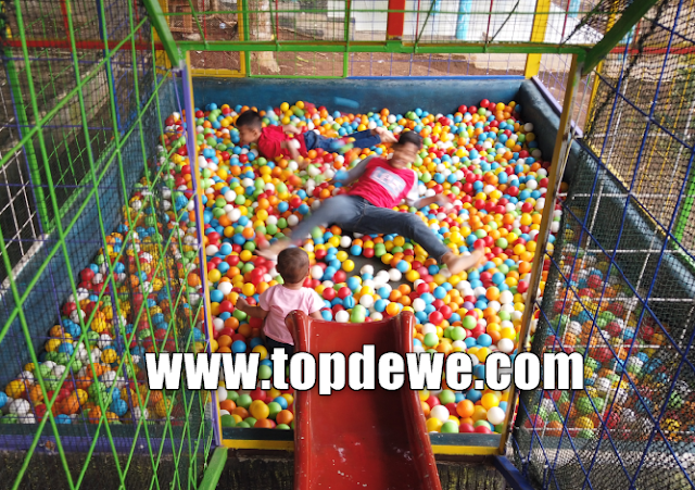 Mandi bola di wisata kampung kahuripan purwakarta