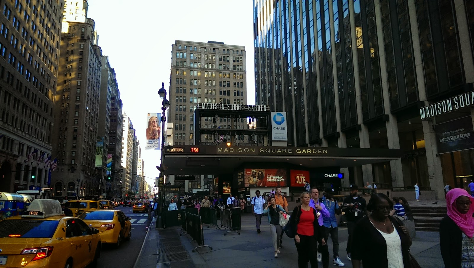 Madison Square Garden: Madison Square Garden Outdoor Screen Being Repaired Or