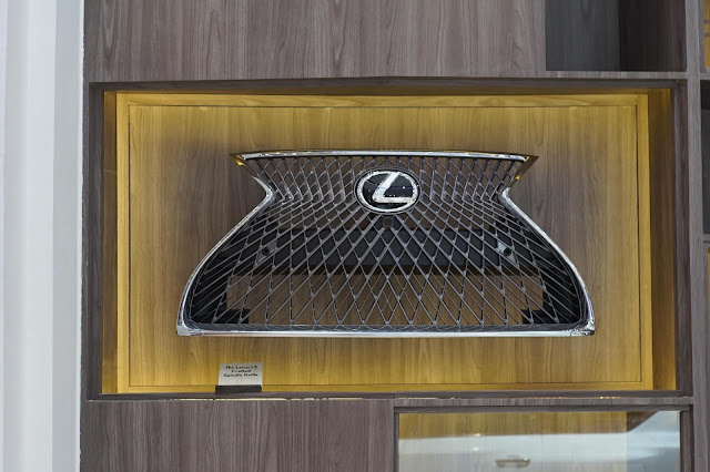 Lexus LS 500 Grille