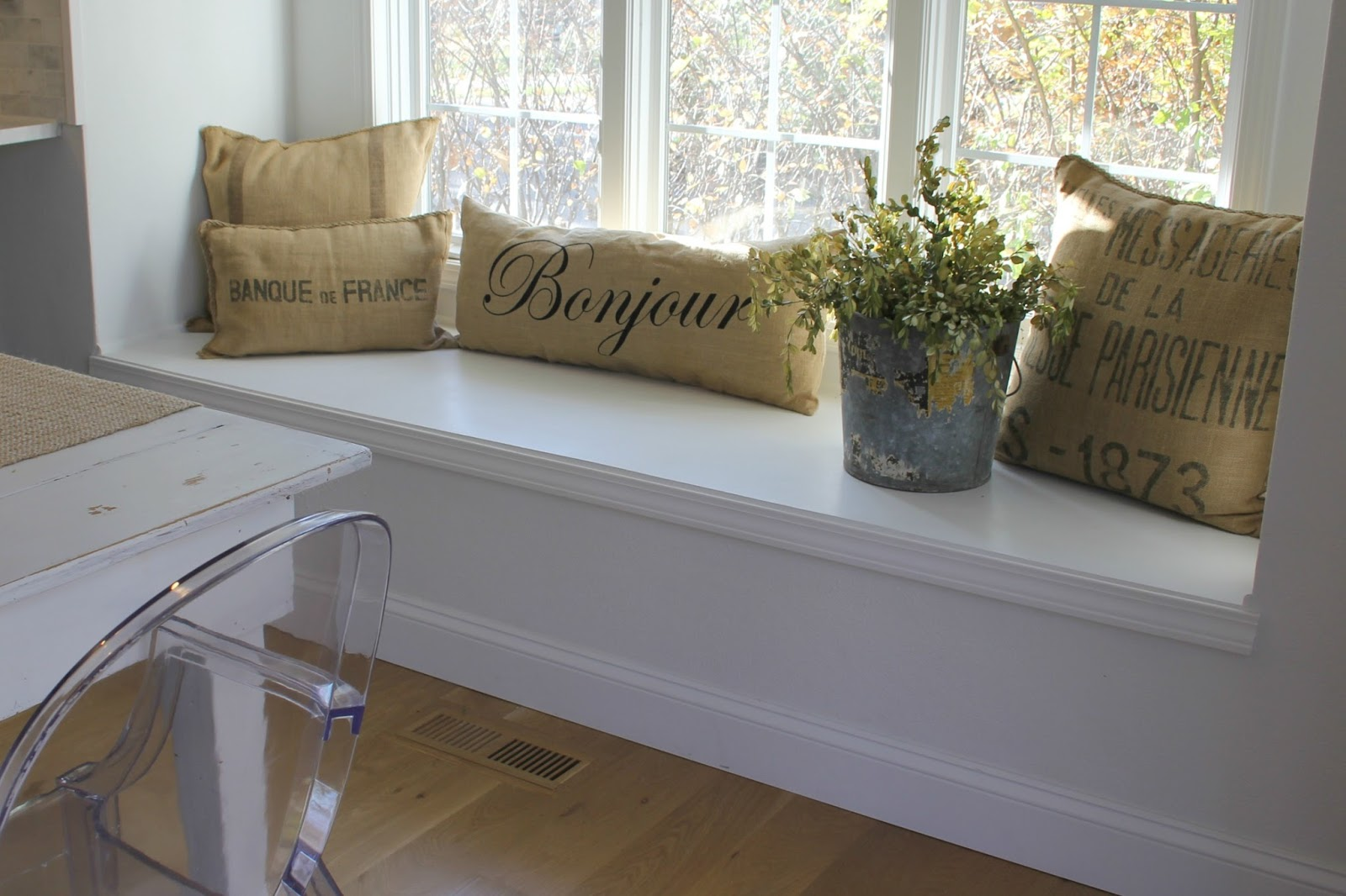 hello lovely-white-Shaker-kitchen-window-seat-tranquil-timeless