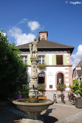 La Fontana del Vignaiolo di Ribeauvillé testimonia la dedizione al vino