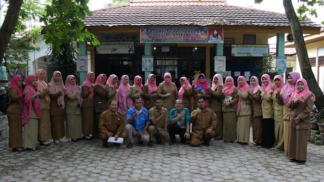 Tim Literasi INPRASA bersama para Guru SD Negeri 20 Pekanbaru
