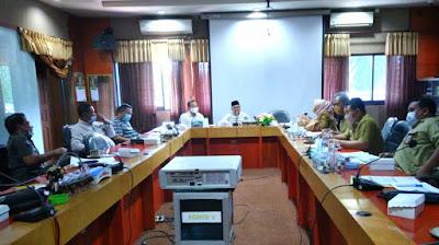 Rapat dengar pendapat (RPD) di ruangan Komisi V  DPRD NTB, Senin (2/1).