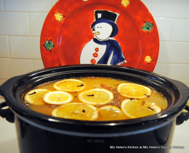 Retro Holiday Punch at Miz Helen's Country Cottage