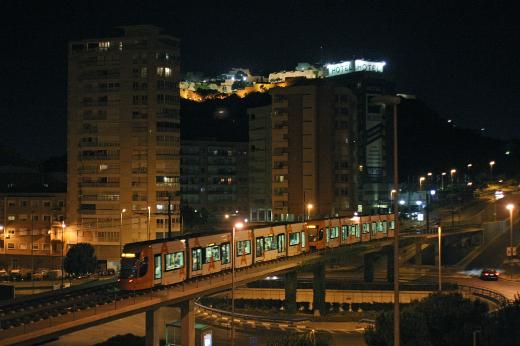 TRAM d'Alacant amplía del 25 al 29 su servicio para acudir y regresar de los fuegos artificiales