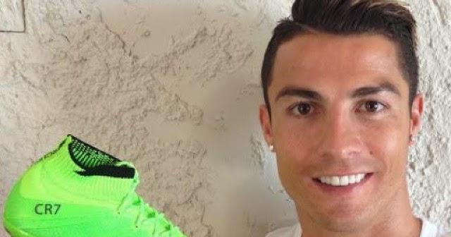 5bea9ee631 Cristiano Ronaldo exibe nova chuteira de patrocinadora ~ FutGestão