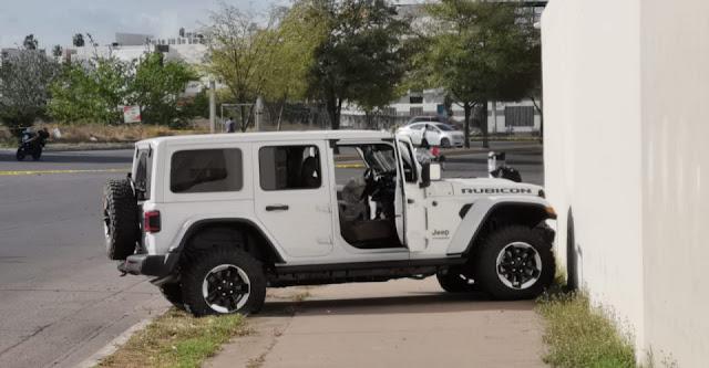 Fotografías-. El Jeep Rubicon de lujo usado en enfrentamiento donde habrían dado muerte a Sobrino de Caro Quintero he hijo de El Gringo Payan tras enfrentamiento en Culiacán