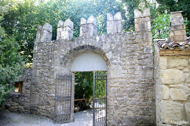Portale d'ingresso al Parco dei Mostri