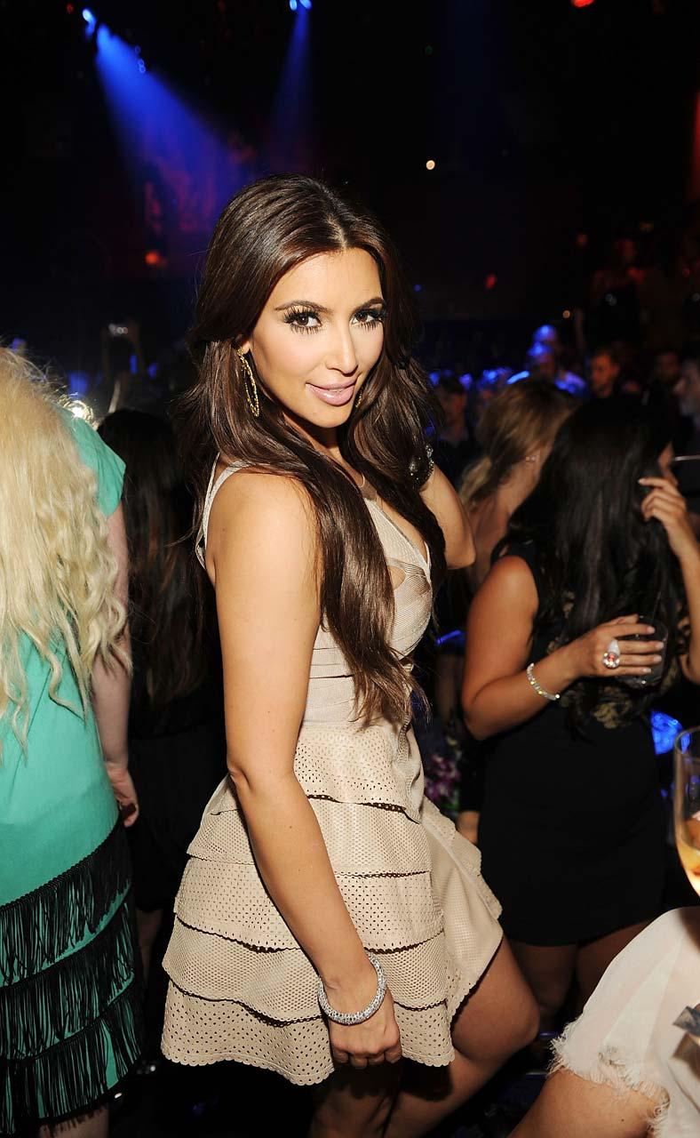 Kim Kardashian Latest Hot Cleavage Show Photos at
