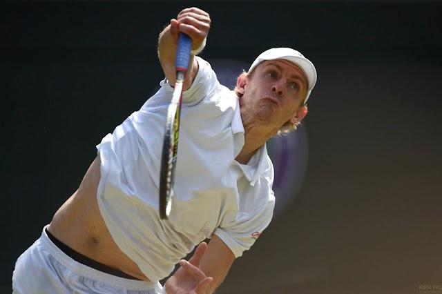 Federer trở thành cựu vô địch Wimbledon sau khi bỏ lỡ match point một cách đáng tiếc