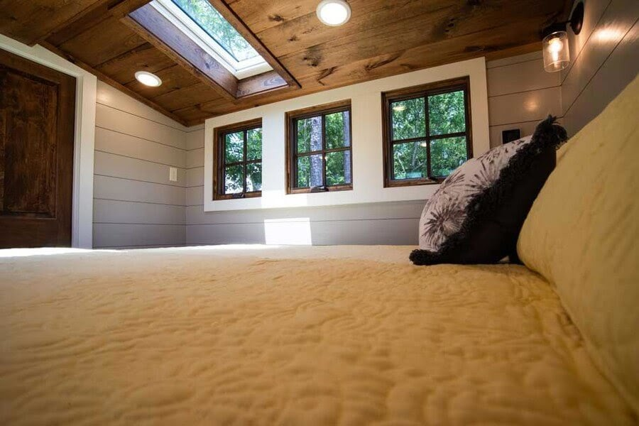 08-Skylight-in-Bedroom-Timbercraft-Architecture-in-Mobile-Tiny-House-www-designstack-co