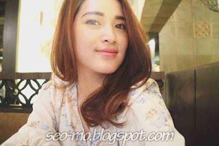 Foto Cantik Rosiana Dewi Selfie