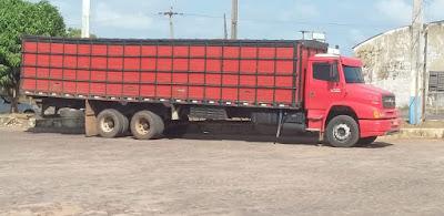 Caminhão boiadeiro tomado de assalto em Peritoró é recuperado no Povoado Entroncamento