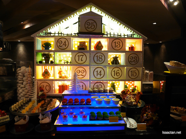 A mini advent house for sweet desserts