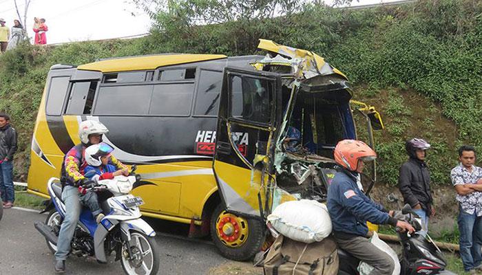 Kecelakaan bus di jalan Wonosobo-Dieng