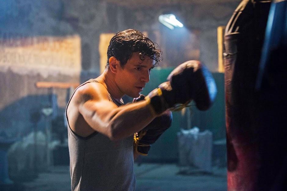 """Daniel de Oliveira vive Éder Jofre no trailer da cinebiografia """"10 Segundos Para Vencer"""""""