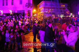 Πλήθος κόσμου στο άναμμα του Χριστουγεννιάτικου Δέντρου - Η Καστοριά ξαναζωντανεύει και χαμογελά με χαρά κι αισιοδοξία!