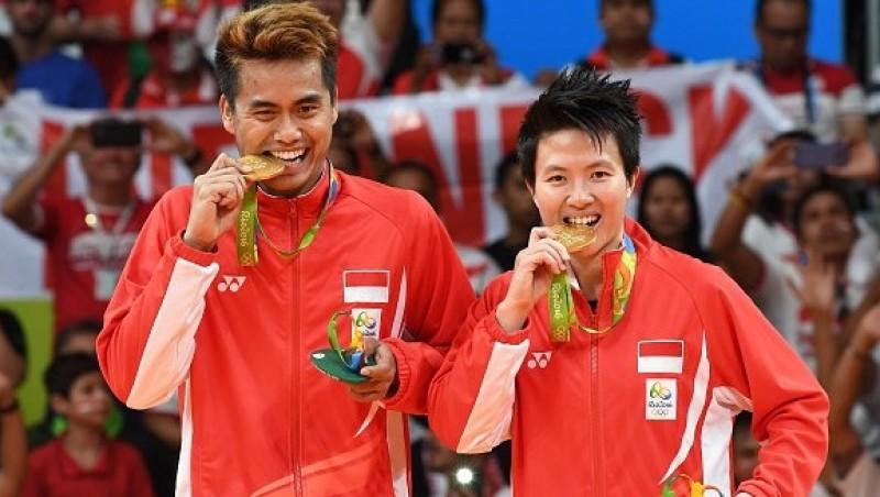 Tontowi Ahmad dan Liliyana Natsir meraih emas Olimpiade Rio 2016