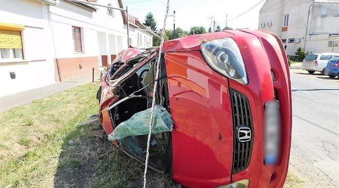Ellopta, majd összetörte egy ismerőse autóját egy bojti fiatal fiú