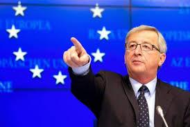 شاهد :يونكر يواصل تصرفاته الغريبة أمام مسؤولات في الاتحاد الأوروبي