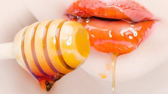 Cara Melembutkan Bibir dengan Madu