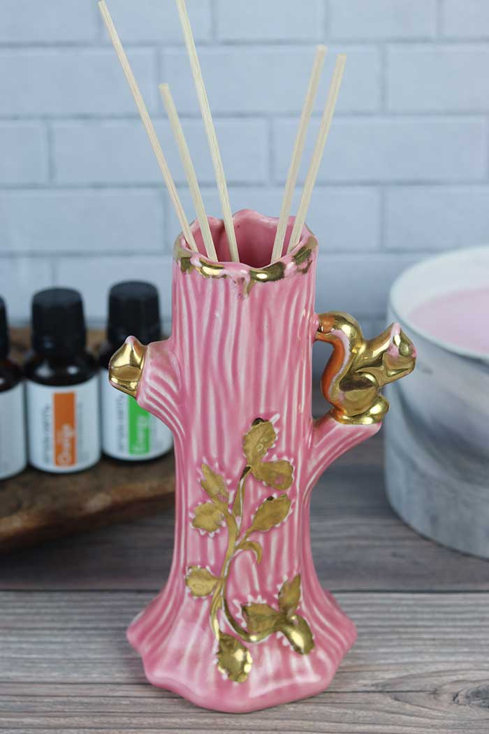How to make a DIY reed diffuser for a natural air freshener. This is a pretty decoration and an air freshener in one. Use reed sticks and a vase and make your own solution and refill it a lot cheaper. This gives off nice house smells for small spaces like a bedroom or bathroom. Also includes essential oils blends recipes and ideas to use for your homemade diffuser. How to use a reed diffuser. #reeddiffuser #diy #essentialoils