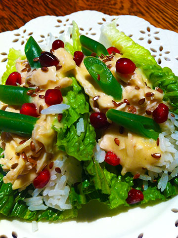 After Christmas Christmas salad. Romain. Chicken with chicken gravy. Jasmine rice. Pomegranet seeds, flax seeds, bias cut green beans. I think I'll do an after holiday post. Nice cold or warm.
